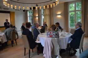 Statutaire vergadering met de overhandiging van de opbrengsten Fundraising. Van links naar rechts : Didier De Surgeloose,  Paul Van Hove ('t Spinneke),  Greet Peeters ('t Spinneke),   Pieter Panneel (bestuurder Katrinahome),  Marcel Von den Busch (voorzit